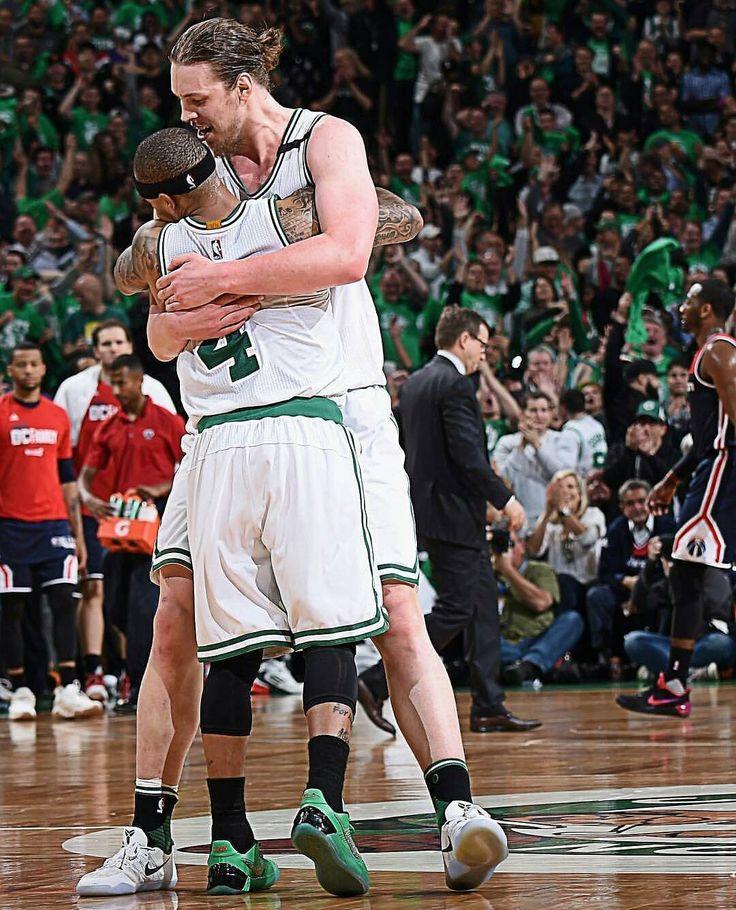 """Kelly Olynyk desde el banquillo: 26 puntos en 28 minutos   El banquillo de los Wizards: 5 puntos en 35 minutos   Kelly Olynyk clave en la victoria 🔥🔥. Ya avisó Marcin Gortat hace unos meses. """"Tenemos el peor banquillo de la NBA"""". #NBA #Celtics #Olynyk"""