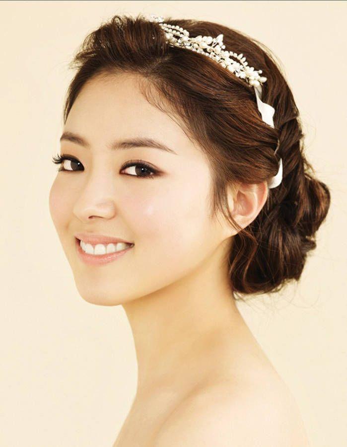 Coiffure de mariée Diadème en perles - Les plus jolies coiffures de mariées pour s'inspirer - Elle
