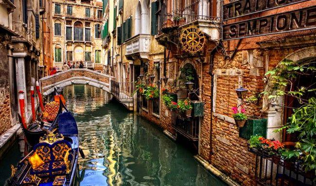 Мы предлагаем вам список самых романтичных мест Европы для вашего отпуска. В подборке мест учитывалось много критериев, таких как климат, местная кухня, дружелюбие людей, ощущения от обстановки и т.д. Но, в конце концов, все зависит в большей степени от человека, которого вы любите и, с которым вы разделите яркие впечатления и проведете незабываемый отпуск.