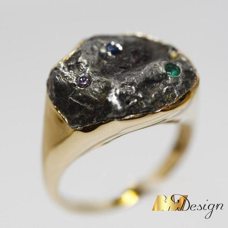 Złoty pierścionek z meteorytem.Projekt i wykonanie BM Design.  Rzeszów #meteoryt #sygnet #obrączki #obrączkiślubne #diamenty #pierścionekzaręczynowy #jubiler #złotnik #naprawa #nazamówienie