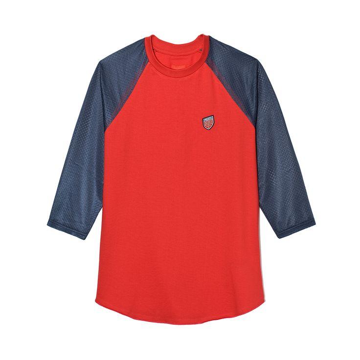 Longsleeve SHIELD RED Damska koszulka typu baseball z rękawami 3/4. Na piersi naszywka w kształcie tarczy. Rękawy wykonane ze sportowej siatki.