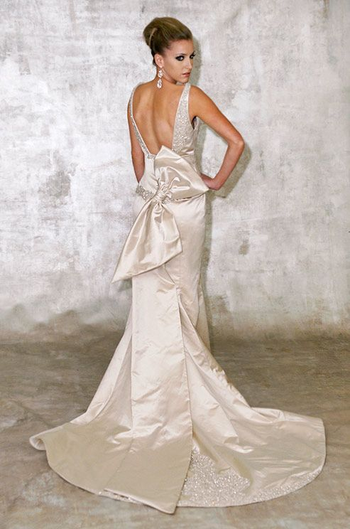 17 best images about sil wedding dress on pinterest for Wedding dresses with dramatic backs