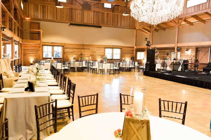 Planner: Angela Proffitt Venue: The Barn at Sycamore Farms, Nashville Photographer: DC Events