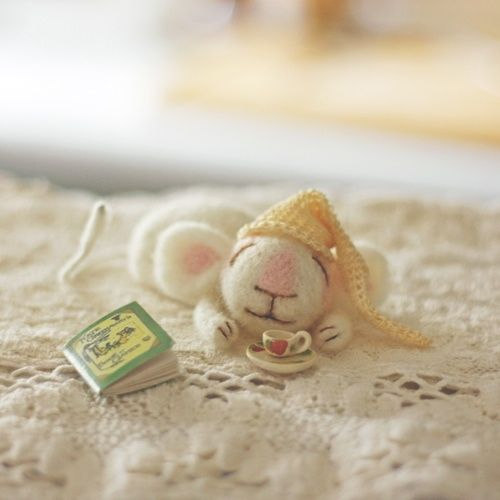 Cute mouse. I like that it has 2 colours and a bit of thread. Finding a diversity of colours is sometimes hard.