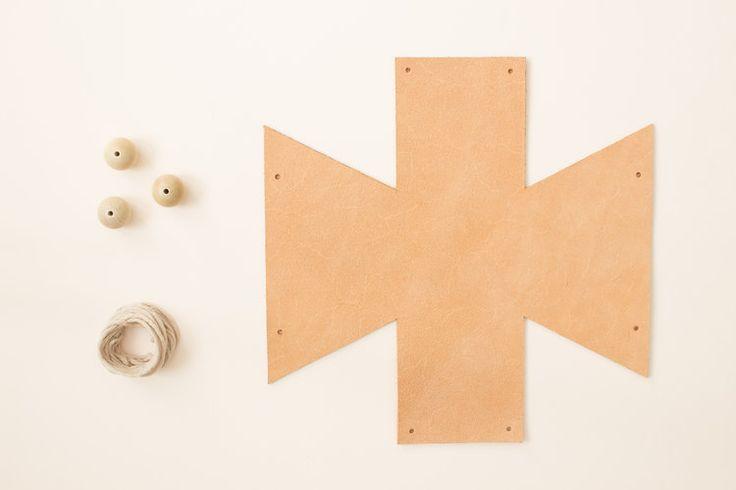DIY : un cache-pot en cuir suspendu