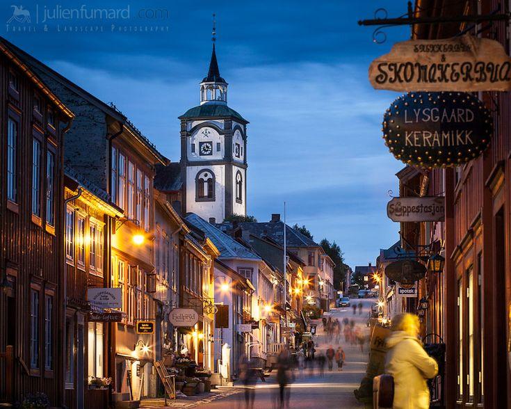 www.julienfumard.com wp-content uploads 2012 08 sweet-little-town-roros-norway1.jpg