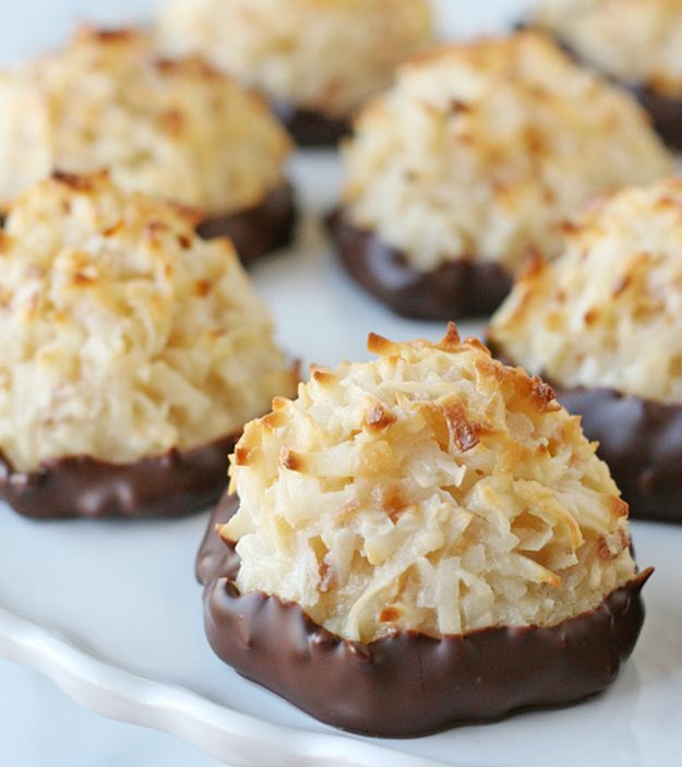 15 Coconut Recipes To Give You Tropical Vibes | Sweets & Desserts | http://homemaderecipes.com/15-coconut-recipes/