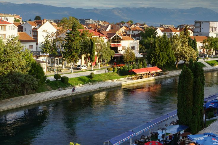 Uitzicht over de rivier de Zwarte Drim vanaf hotel Beograd in Struga. (Sony A65) #zwarte #drim #struga #macedonia #macedonië #black