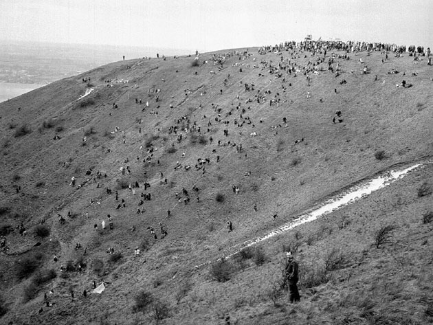 Ahhh...childhood times.Orange Rolling at Dunstable Downs. Crowds would go to try and catch an orange until early Health and Safety rules stopped it because someone might get hurt! It would be called assault these days.