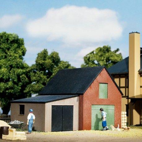 Petit atelier avec garage #HO #Auhagen A retrouver ici : http://www.latelierdutrain.com/les-maisons-et-villas/100949-petit-atelier-avec-garage-ho-187-auhagen-11408.html