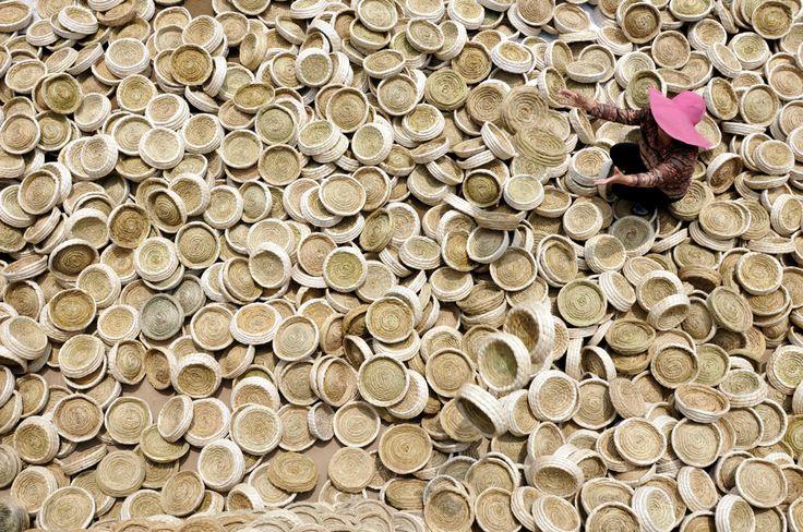 Cesti artigianali costruiti in una bottega di Linyi, nella provincia cinese di Shandong.  - Reuters/Contrasto