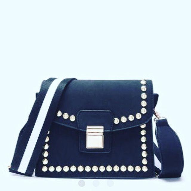 ⁉🇫🇷️💯 #soldes ! Petit #sac strass noir porté épaule dispo sur la #boutique ! 🎟-10% de #reduction avec le code FLASH! 😱⚡️ 👉 lien en bio rubrique #sacs #itbag #bag #sacamain #fashionistas #fashionemplettes #shopping #eshop #black   ⁉🇺🇸️💯 #sales Small #sac black strass worn shoulder available on the #store! 🎟 -10% #reduction with FLASH code! 👉 👉 link in bio section #sacs #itbag #bag #sacamain #fashionistas #fashionemplettes #shopping #eshop #blac
