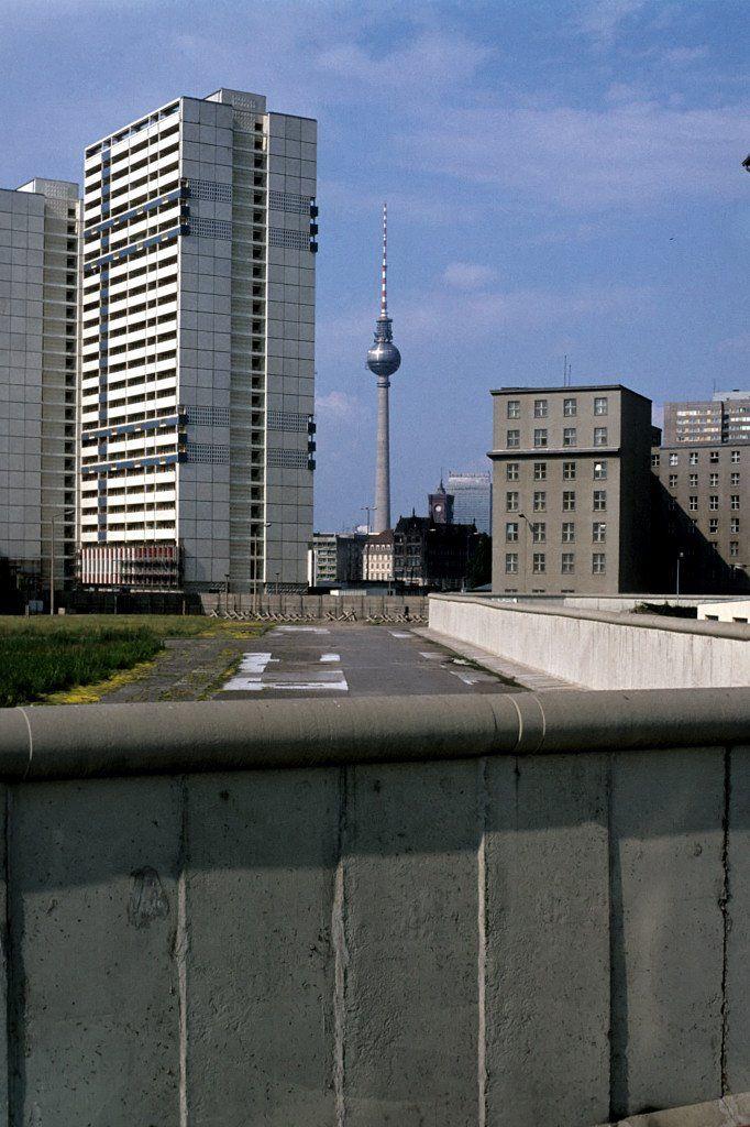 1978 Berlin - Die Berliner Mauer in der Lindenstraße (heute Axel-Springer-Straße)  ☺