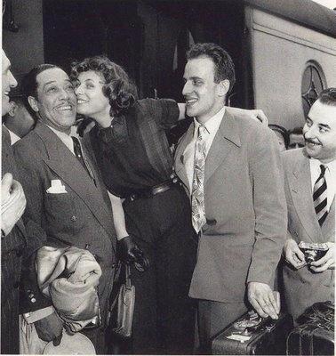 Nella foto Boris Vian accoglie Duke Ellington alla gare du nord nel 1948.