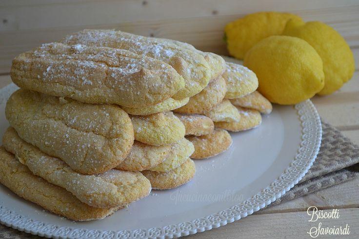 La ricetta che oggi vi descrivo è quella dei BISCOTTI SAVOIARDI, soffici e profumati biscotti all'aroma di limone, che si preparano veramente…