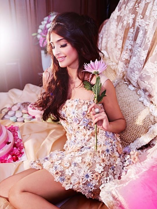 someone buy me this now.: Rose Gardens, Dresses, Spring Summer, Sonam Kapoor, Flowers Power, Sonamkapoor, Pink Fashion, Floral, Sexy Poses