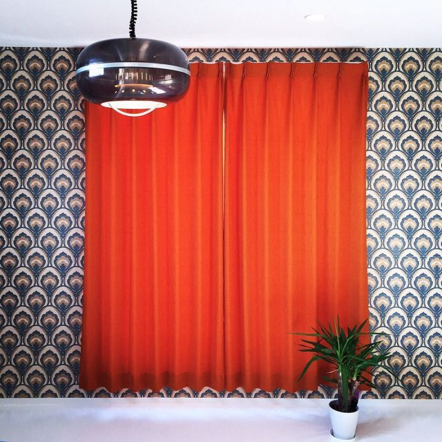rieさんの、照明,観葉植物,ヴィンテージ,カーテン,壁紙,ベッド周り,のお部屋写真
