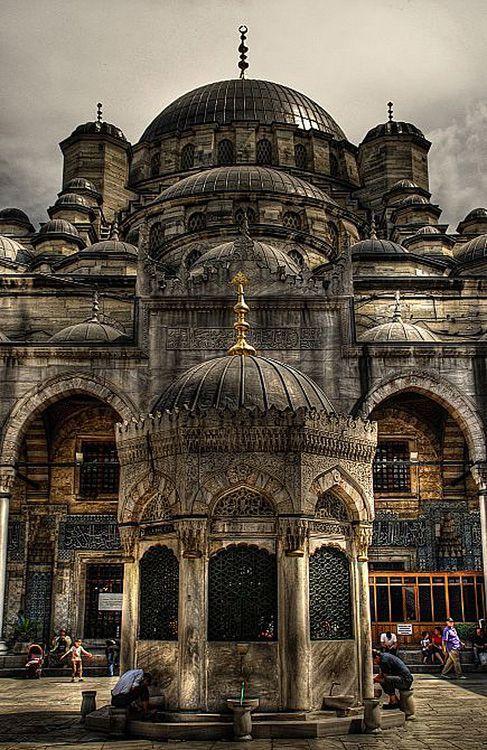 yeni cami -- New Mosque by Fulya Fercan
