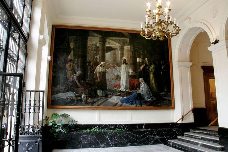 En el vestíbulo del Monte de Piedad se exhiben dos lienzos de gran formato del pintor Francisco Laporta de tema religioso. #Alcoy #Alcoi #patrimonioindustrial