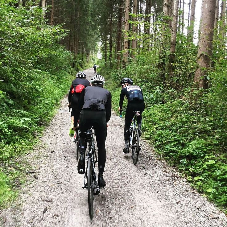 Friends on their awesome weekendride... 50km on gravelroads with normal roadbikes . #guee #bartape #sldual . . #gravel #gravelroad with #roadbikes #cyclocross . . #cyclingpics #brocycling #teamspirit (c)fabian costa #cycling #outdoors #biking #bike #cycle #bicycle #instagram #fun