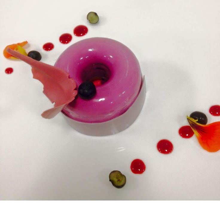 Dessert : Passion, myrtilles. #dessert #foodie #gourmandise #Miam #lastrasbourgeoise #restaurantparis #brasserieparis #paris