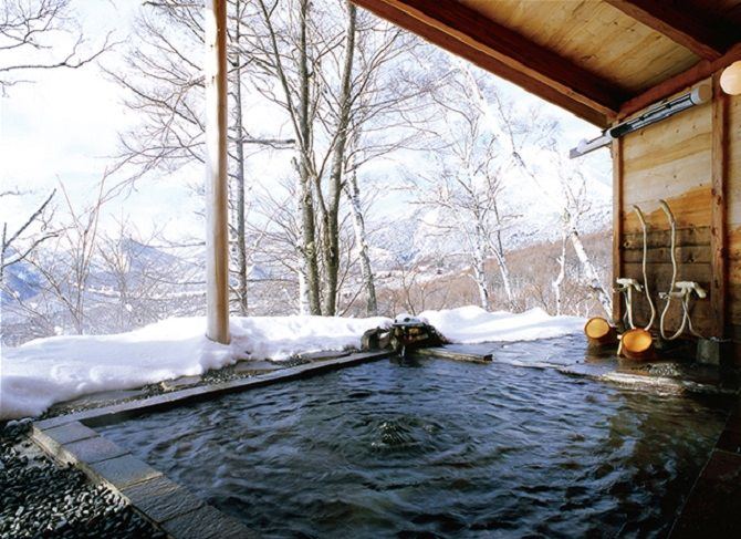 今年もいよいよ最後の月 1年お疲れ様 の意味も込めて 温泉でゆったりするというご褒美を自分にあげてみてはいかがですか 今回紹介するのは長野県の絶景露天風呂 長野県の露天風呂の魅力は 圧倒的な自然に包まれるところ 雄大なアルプスを眺められる温泉から