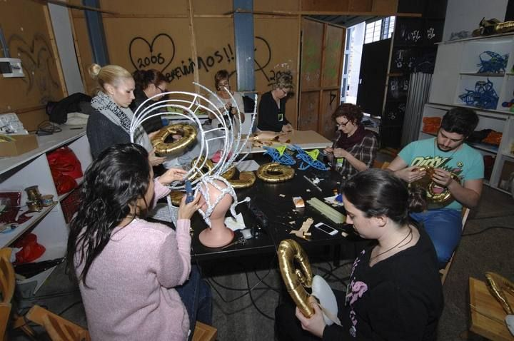 Estudiantes del IES La Minilla colaboran en la Gala de la Reina