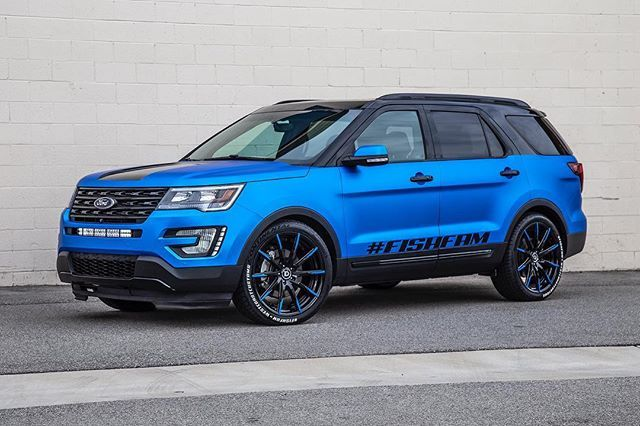 It S Wheelwednesday This Ford Explorer Stands Out In A Matte Frozen Blue Chrome Wrap With A Set Of Continental Ti Ford Explorer Ford Suv Best Compact Suv