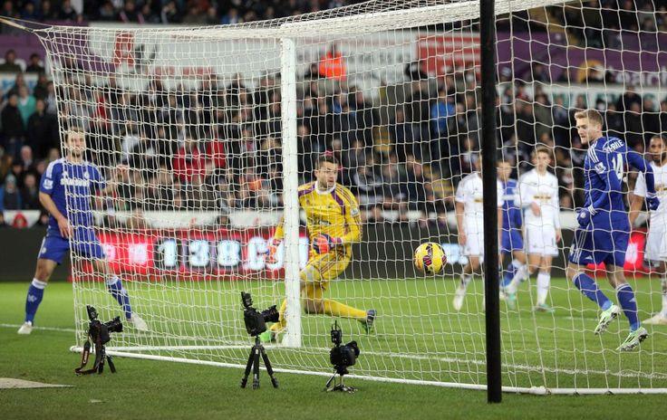 """Londres, 17 ene (Miami Al Día).- Ninguno de los """"grandes"""" falló este sábado en la vigésimo segunda jornada de la """"Premier League"""", en la que el Chelsea goleó al Swansea y Manchester United, Southam..."""