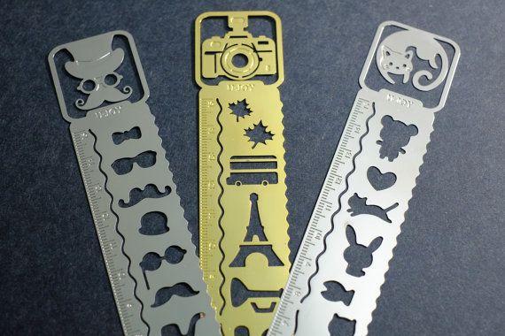 leuke ad-on voor bij de notebook.  maar dan met star wars helm, lego hoofd, e.d. - Metal Stencil Ruler / Midori Traveler's Notebook Style