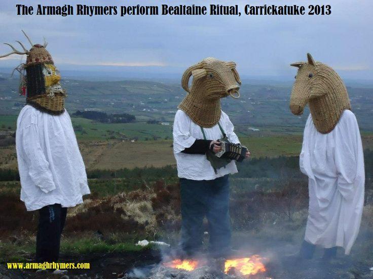 Lucht an Bealtaine ar Carraig an tSeabhaic! Bealtaine (May Day) fire on Carrickatuke