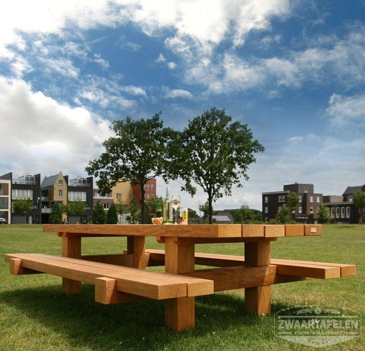 ZWAARTAFELEN I Picknicktafel Bill in het park. Biertje, wijntje, hapje. Lekker! I www.zwaartafelen.nl
