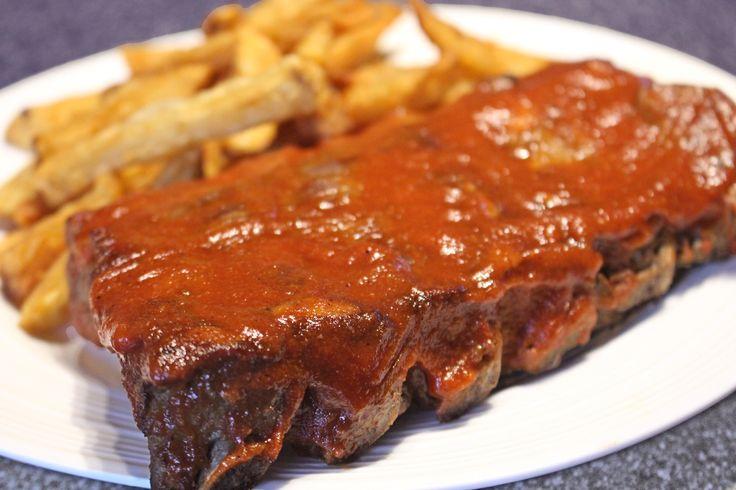 Manger des côtes levées au restaurant coûte une petite fortune. Économisez en les cuisinant à la maison! Les côtes de dos de porc sont parfois annoncées en spécial autour de 3$ la livre seulement et c'est délicieux!      Ingrédients Côtes de dos de porc Marinade 75ml (1/3 de tasse) de sauce Worcestershire 45ml (3 c. à …