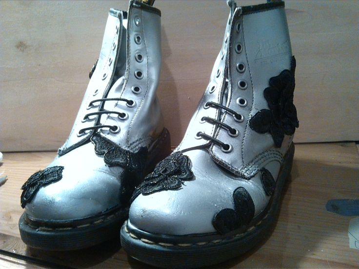 Recupero: scarpe con pizzo, erano viola, ma molto molto consumate, ma ... come immaginavo sono durate una camminata... :( Esperimento Fallito!