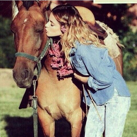 Tini Stoessel love horses
