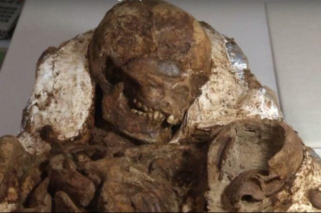 Los restos de una mujer de 4.800 años junto con un  niño descubiertos en Taiwán