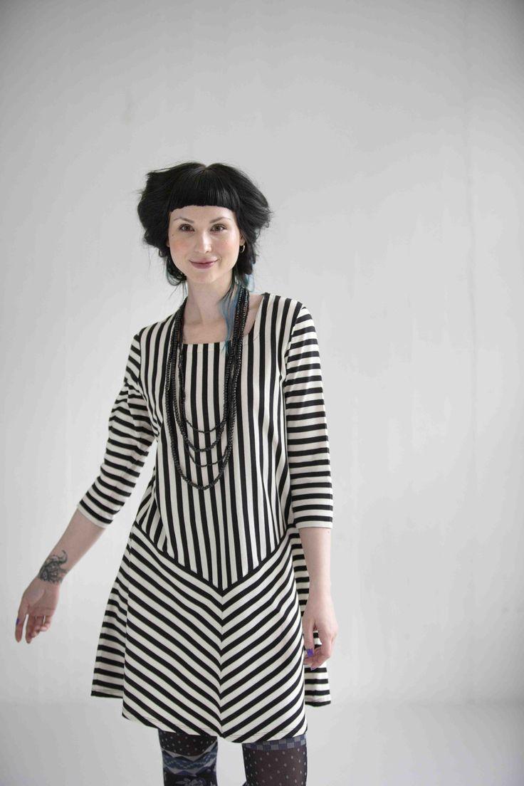 gudrun sj d ns fr hjahrskollektion 2015 das moderne trikotkleid bietet eine menge an streifen. Black Bedroom Furniture Sets. Home Design Ideas