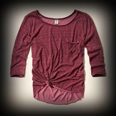 ホリスター レディース Tシャツ  Hollister Westward Beach Burnout T-Shirt ニット Tシャツ  ★アバクロの姉妹ブランドとして知名度も高く芸能人も多数愛用している人気ブランドHollister!注目の今季新作アイテム。 ★個性的な柄をお洒落に着こなしてみませんか?♪着回せるTシャツは何枚あっても便利♪