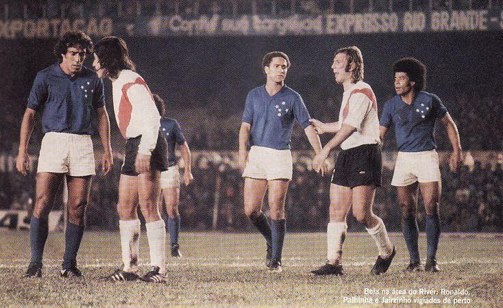 """Palhinha, Ronaldo and """"Jairzinho"""" Jair Ventura Filho (Cruzeiro Esporte Club, 1976). River Plate vs Cruzeiro, 1976 Copa Libertadores Final (1st time)."""