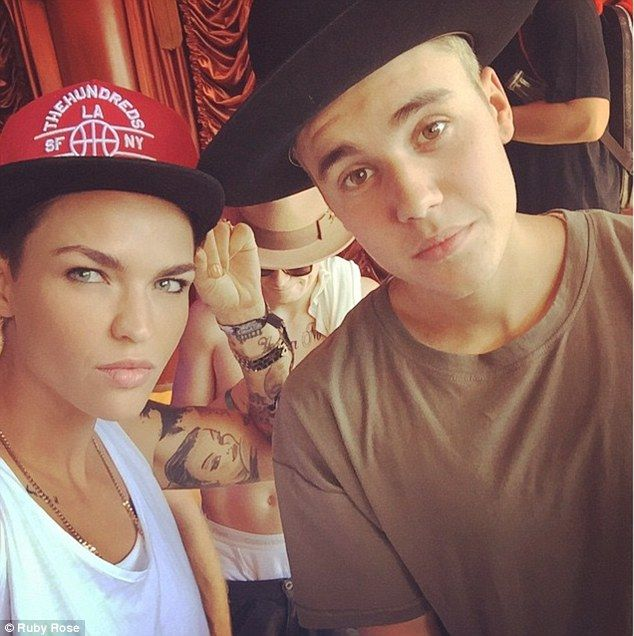 Twins? After years of comparisons, Australian Orange Is The New Black actress, Ruby Rose, and Baby singer, Justin Bieber, posed together for a selfie on Saturday in LA