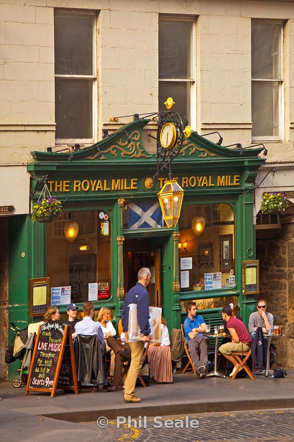 The Royal Mile pub, The Royal Mile, Edinburgh.