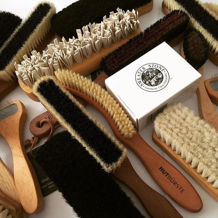 I love good brushes as they are key to caring for clothes shoes etc. / Ich liebe gute Bürsten da sie so wichtig zur Pflege von Kleidung Schuhen etc sind: handgearbeiteten Bürsten von Redecker @ladybutlermuc (Link im IG-Bio) #ladybutlermuc #redecker #bürstenhausredecker #burstenhausredecker #bürsten #kleiderbürste #hutbürste #schuhbürste #kaschmirbürste #cashmere #kaschmir #kleiderschrank #brushes #clothesbrush #hatbrush #cashmerebrush #shoebrush #shoecare #cashmerecare #schuheinlagen…