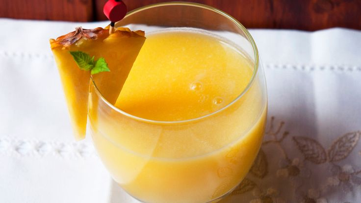 The amazing thing about this drink, which generally contains alcohol, is that it can be reproduced to perfection but without using any alcoholic ingredients whatsoever. This is indeed an unusual sm…