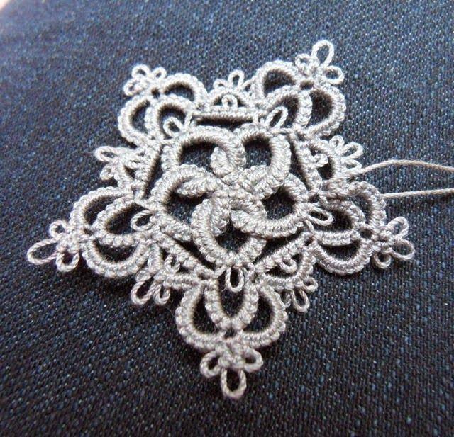 Le Blog de Frivole: Rose & Crown (w/ written pattern)