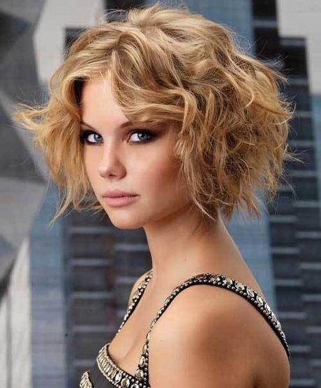 Lire Coiffures pour les longs cheveux bouclés