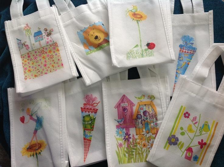 Bolsas Mini Ecológicas, para regalar como sorpresas de cumpleaños o Souvenirs de Baby showers, Bautizo, etc.  Miden: 11x16 cms  Valor: $ 1000 c/u