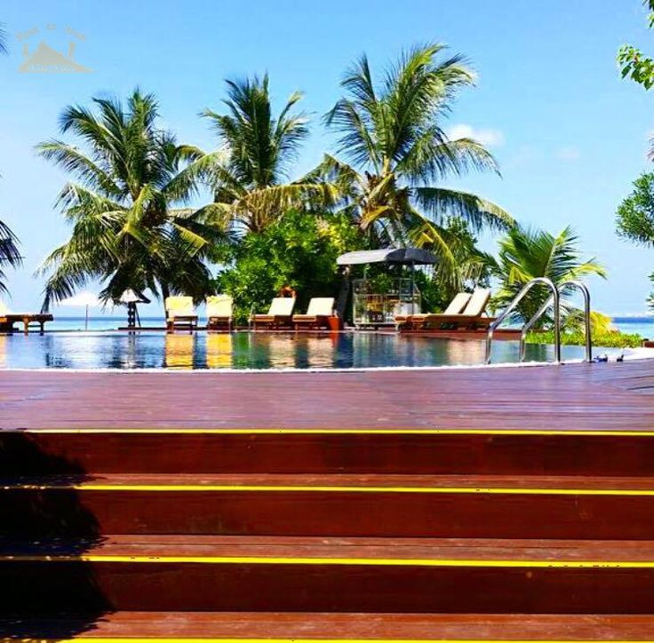 Swimming pool 😍 المسبح في المالديف    #easttowestadventures #maldives #travelblogger #travelphotography  To know more about our trip to the Maldives check the blog لمعرفة المزيد عن رحلتنا إلى جزر المالديف يمكنك قراءة المدونة على الرابط http://www.easttowestadventures.com/en/