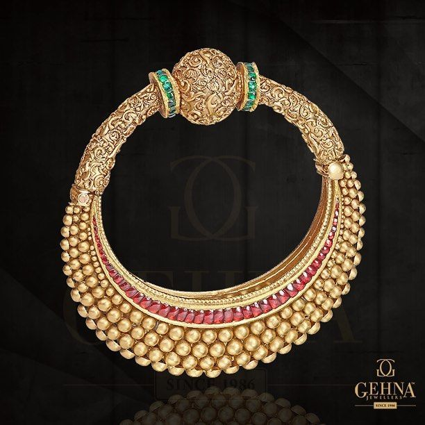 The mesmerising magic of this unique #gold #bracelet will add a sparkling shine to your look. #GoldJewelleryKundan
