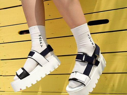 もう迷わない大人女子の靴下サンダルコーディネート実例