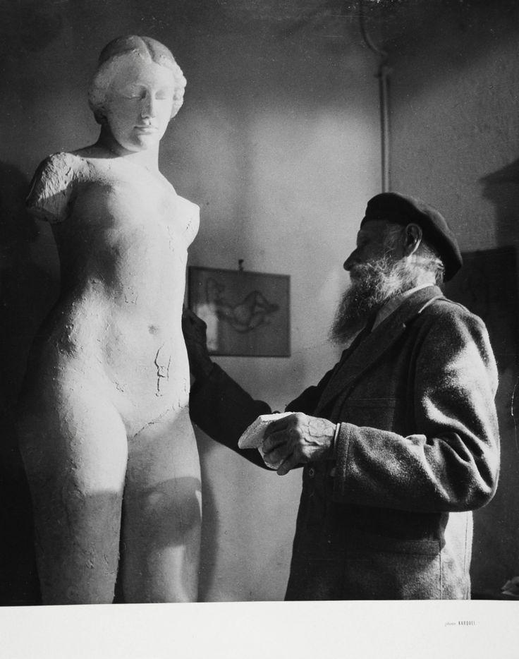 Aristide MAILLOL (1861-1944) par Gaston KARQUEL (1906-1971). Le sculpteur chez lui à La Métairie (travail et méditation), Banyuls, 1943